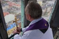 Relikwie Krzyża Świętego na wieży